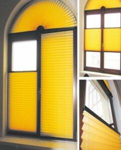 шторы плиссе на окне из трех секций