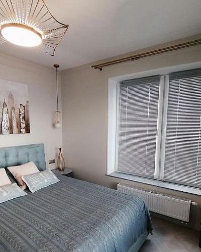 установка горизонтальных жалюзи в спальне фото 4