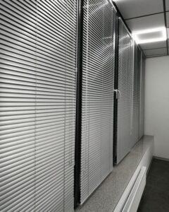 алюминиевые жалюзи в офисе фото 2