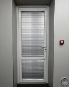 алюминиевые жалюзи в офисе фото 4
