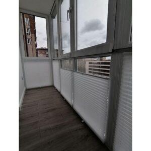 белые шторы плиссе для балкона фото 2