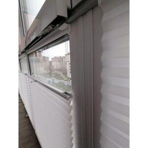 белые шторы плиссе для балкона фото 3