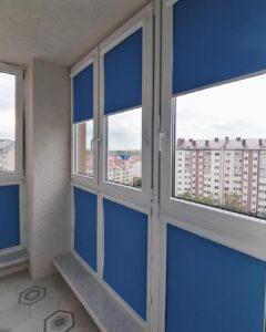 фото синие рулонные шторы 2