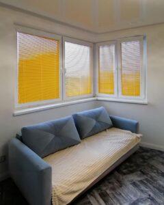 желтые алюминиевые жалюзи для балкона и кухни 1